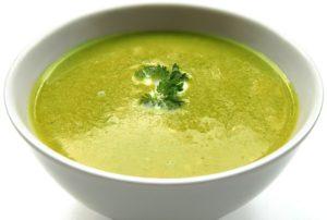 Suppe aus Brennesseln